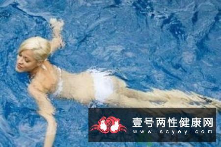游泳可提高骨质是真的吗 还能塑造肌肉线条变身型男